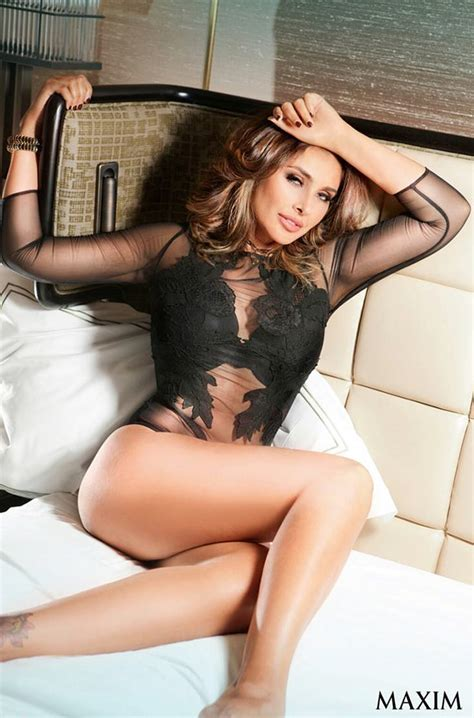 Watch Lisa Rays Sizzling Lingerie Photoshoot For Maxim