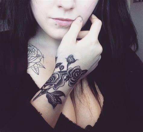 1001+ Idées  Tatouage Rose Poignet  Elles Poussent Sur