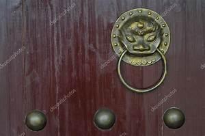 Poignée De Porte Vintage : poign e de porte en chinois ornement vintage or lion sur la porte rouge photographie eyeofpaul ~ Teatrodelosmanantiales.com Idées de Décoration