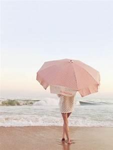 sonnenschirme so wahlen sie den richtigen sonnenschirm aus With französischer balkon mit sonnenschirm am strand