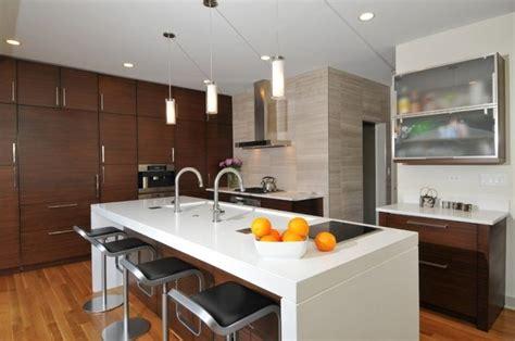 plan de cuisine centrale plan de travail cuisine en blanc quartz ou corian ilot