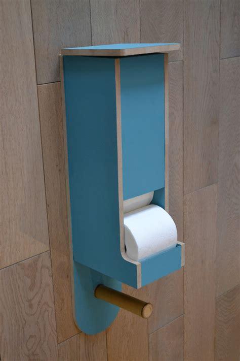 distributeur rouleau papier toilette distributeur de rouleaux papier toilette le quot scandinave nature quot meubles et rangements par