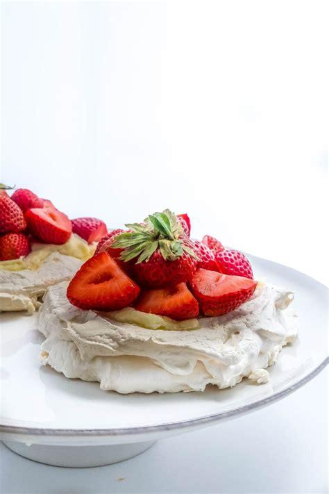 pavlova strawberry recipe easy mini australian dessert recipes egg baking food