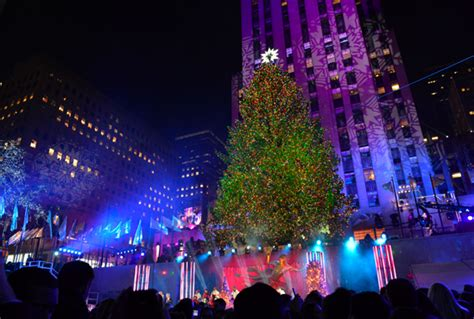 2013 rockefeller center christmas tree lights up the night