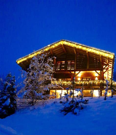 vue de nuit du chalet des envers au grand bornand sous la neige le chalet des envers au grand