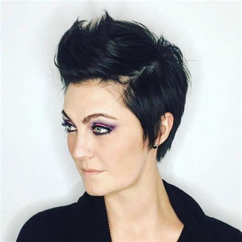 tendance coupe courte  pour femme coiffure simple