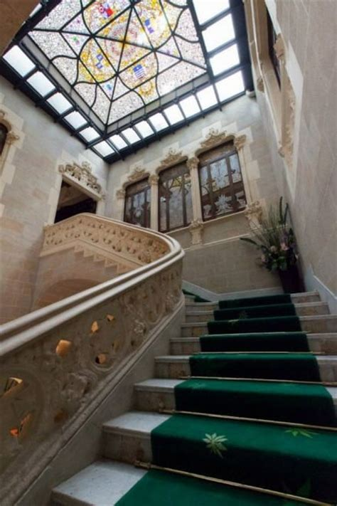 canapé barcelona spagna nel palazzo modernista c 232 il museo della cannabis