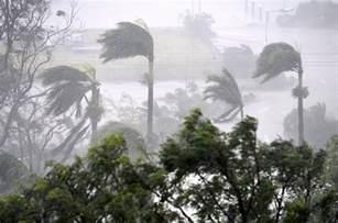 australias darwin braces  storm  queensland recovers  aftermath  cyclone debbie
