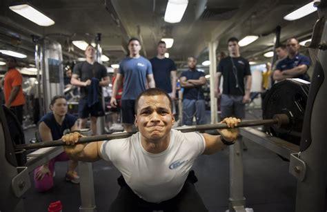 homme musculation salle de sport alt 233 rophilie images photos gratuites libres de droits images