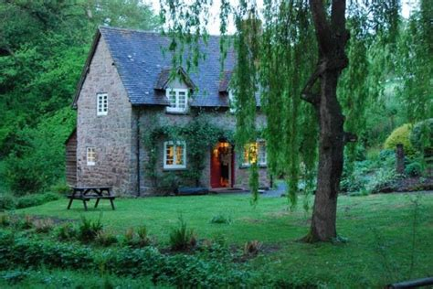 Fairy Tale Cottages : 22 Cozy Cottages You'll Want To Escape To This Weekend