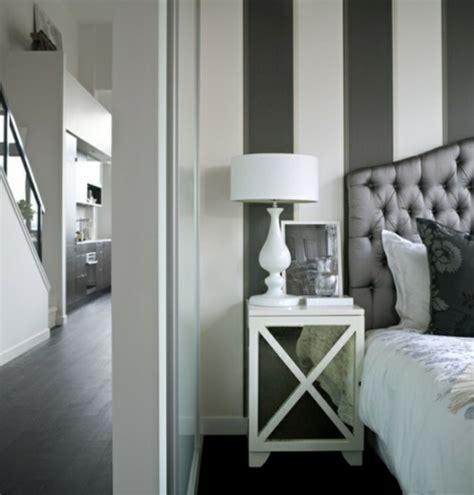 Mäuse Hinter Der Wand by Wanddekoration Mit Streifentapeten Im Schlafzimmer