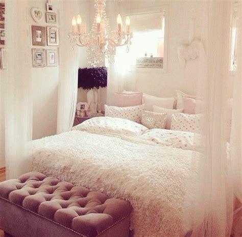 chambre a coucher fille ikea 40 idées pour le bout de lit coffre en images