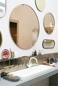 Spiegel Befestigung Wand : zo mooi een wand vol spiegels voor in de badkamer interior junkie ~ Orissabook.com Haus und Dekorationen