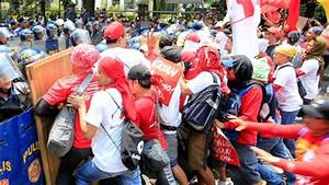 Workers rally to mark Labor Day around world - Pars Today