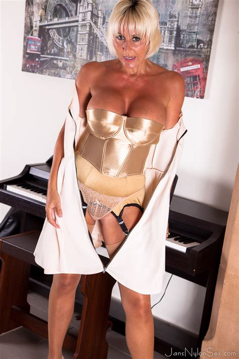 Jan Burton Hot British MILF - Pichunter