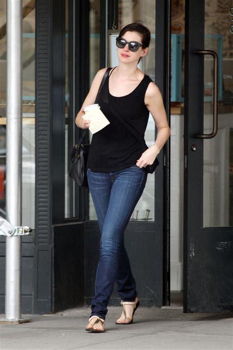 anne hathaway skinny jeans jeans lookbook stylebistro