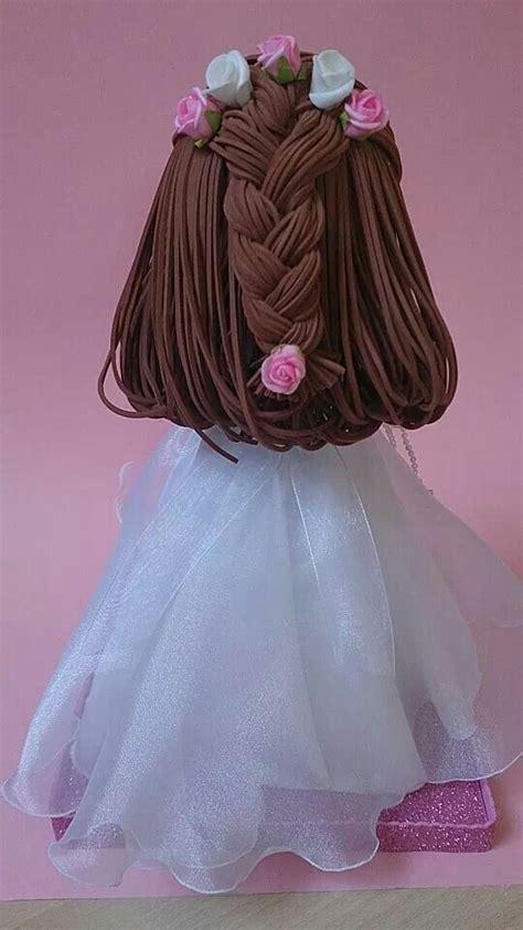 ni 241 a fofucha de comuni 243 n peinado recogido con trenza y flores ideas para fofuchas