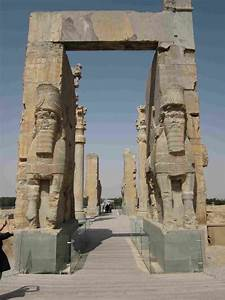 Archeologists find water canal exits of Persepolis