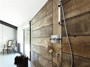 carrelage effet planches de bois dans cette douche a l With douche italienne carrelage