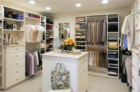 walk in closet simple home decoration