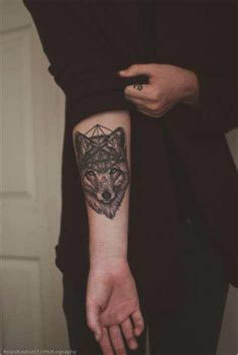 wolves lone wolf tattoo  awesome  pinterest