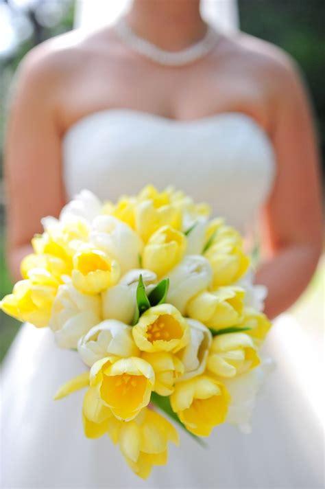 spring wedding tulip bouquets    favorites