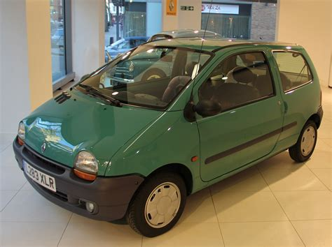 renault small renault shows what makes a small car great at smmt smmt