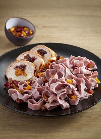 cuisiner un lapin au vin blanc taillerins aux myrtilles râble de lapin aux fruits secs