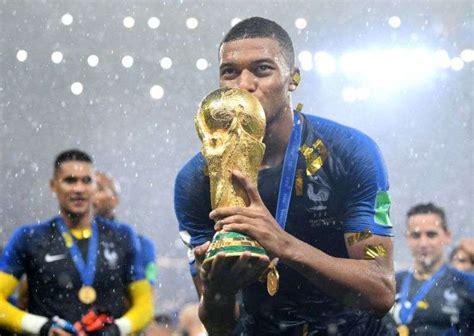 fifa world cup  france defeat croatia    clinch