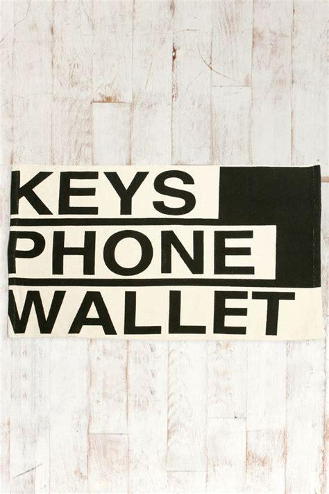 reminder  mats keys phone wallet