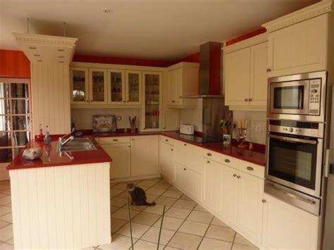 cuisine cottage coloris laque beige avec technostone l p n s concept et creation armony