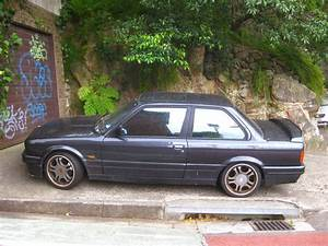Aussie Old Parked Cars: 1988 BMW 325is (E30)