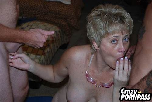 Gorgeous Short Hair And Sultry Kinky Give Double Lick #Mature #Sex