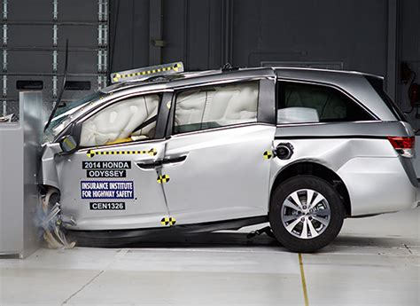 iihs top safety pick award safest  cars