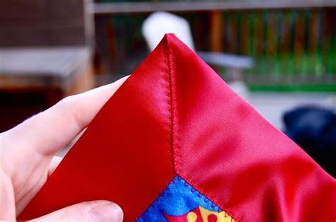 How To Sew The Corner Of A Blanket With Satin Binding-