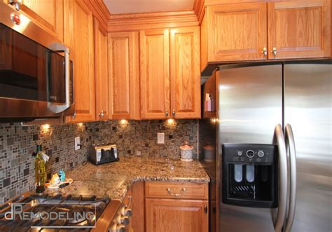 oak kitchen cabinets with undermount lighting