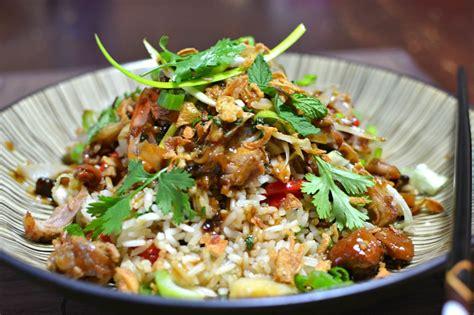 cuisine vietnamien porc confit vietnamien à la citronnelle et riz sauté thịt
