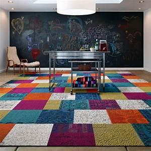 Teppich Bunt Modern : patchwork teppich als dekoratives accessoire 30 bunte neutrale ideen ~ Frokenaadalensverden.com Haus und Dekorationen