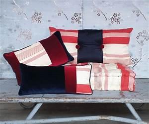 Cuscino Rosso E Blu  Cuscini Particolari  Cuscini Decorativi Per Divano  Vendita Cuscini