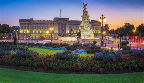 The enormous building and extensive gardens are an important site of ceremonial and political affairs in. What to expect from Buckingham Palace to Londoners and Visitors