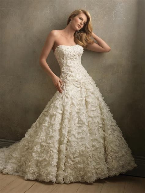 Strapless Ruffled Vintage Wedding Gown Pictures Photos