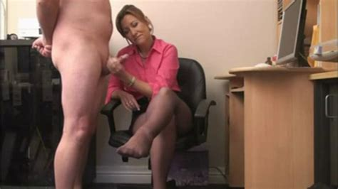 British Milf Gives Handjob For Cum On Her Stockings Porn