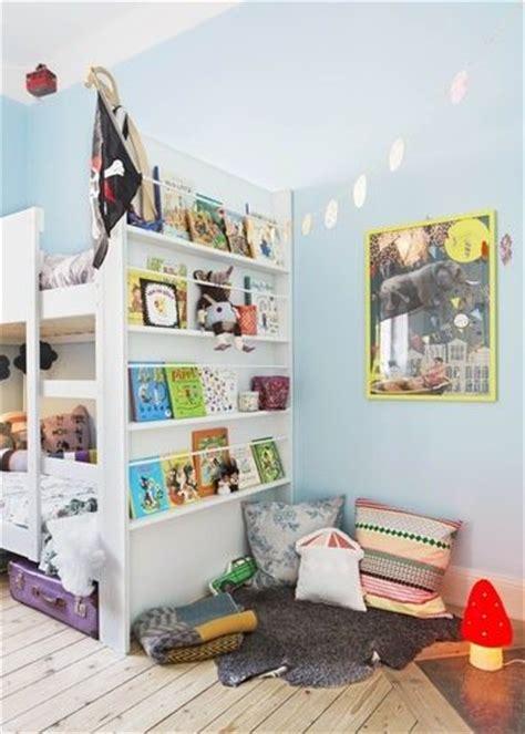le de lecture ikea girlystan montessori am 233 nagement d un coin lecture dans une chambre d enfant