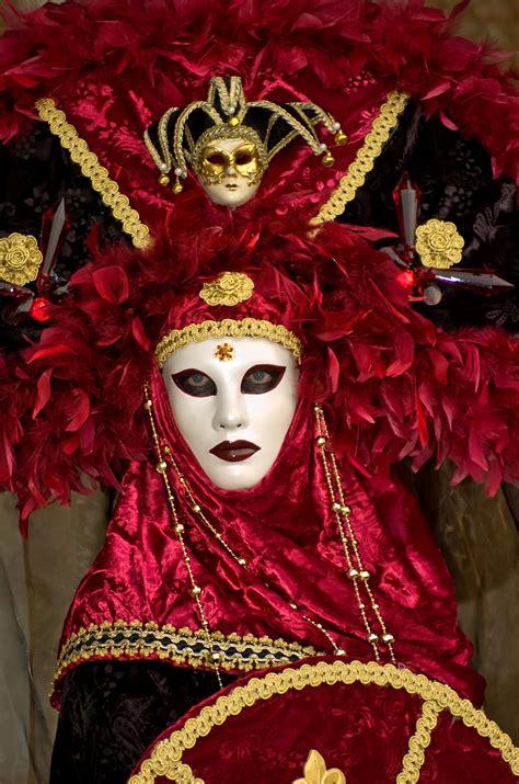 italian masquerade carnival costumes  venetian masks