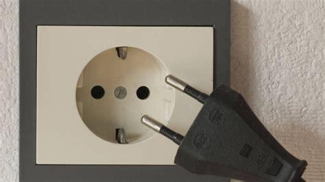 brüstungskanal mit steckdosen steckdosen sauber machen steckdosen sicher reinigen