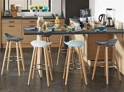 tables de cuisine alinea cuisine bois noir tabouret haut plan de travail noir