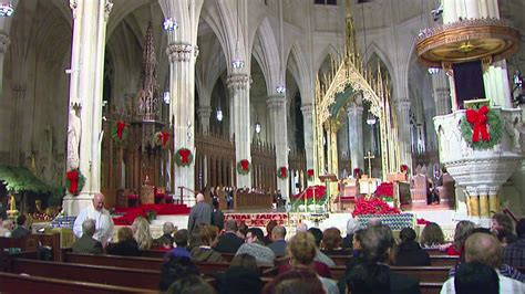worshipers pack  st patricks cathedral  christmas