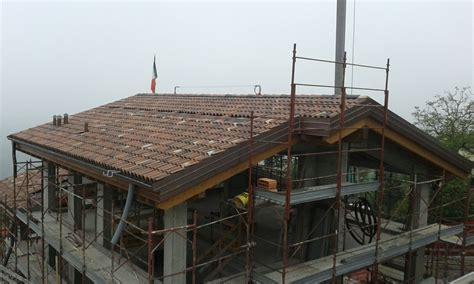 Rivestimento Tetto In Legno by Tetto In Legno Lamellare With Tetto In Legno Bianco