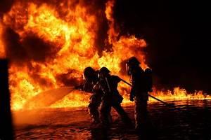 Coole Feuerwehr Hintergrundbilder : strip mall fire underlines the value of professional fire protection says fire protection group ~ Buech-reservation.com Haus und Dekorationen