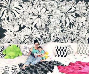 mural hitam putih  motif bunga  nomer
